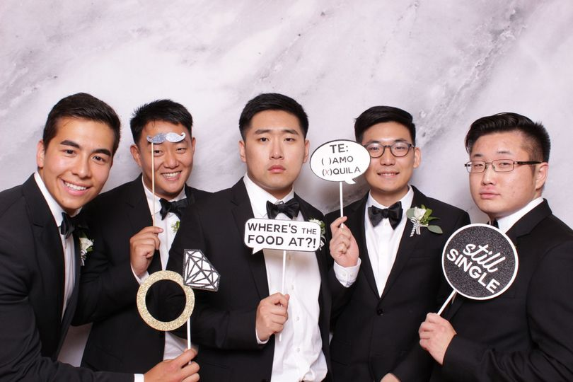 Single groomsmen