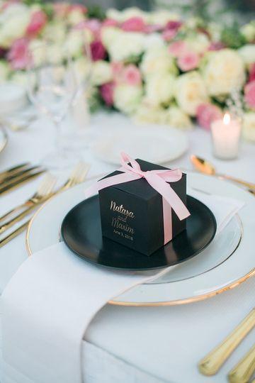 Black luxury favor box