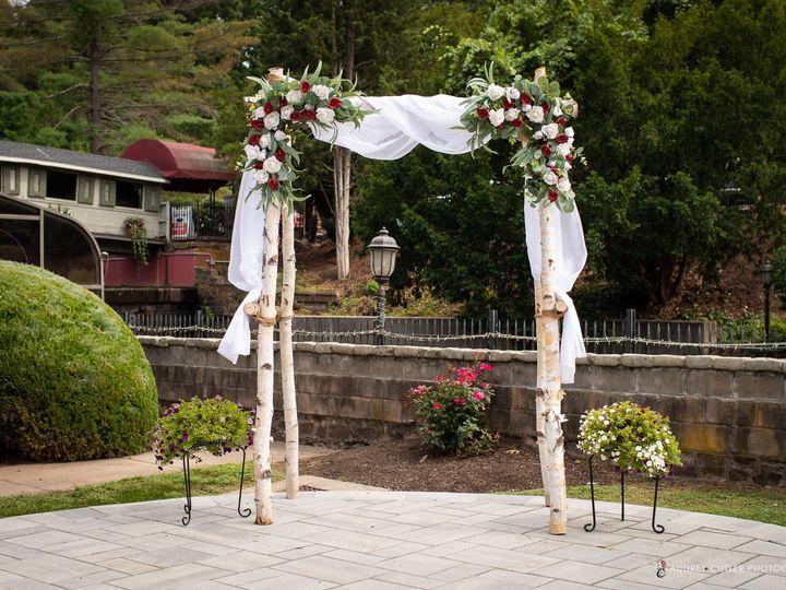 Tmx Img 6641 51 627775 159848795964449 Simsbury, CT wedding florist