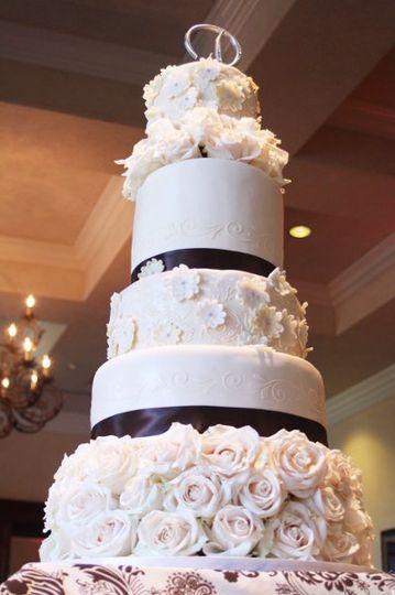 Fresh roses and sugar applique flowers wedding cake