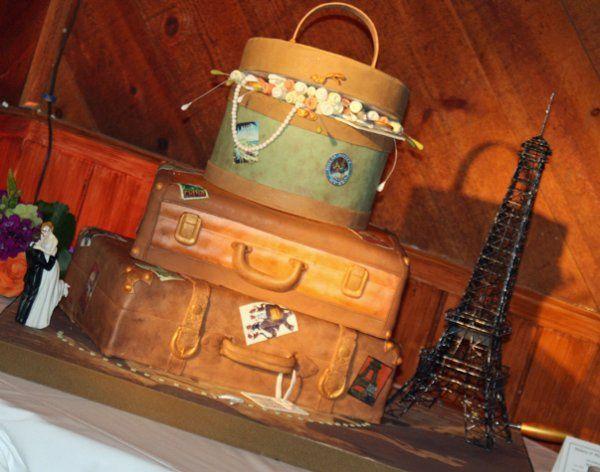 Tmx 1315684554688 Vintageluggagecake3 Moorpark wedding cake