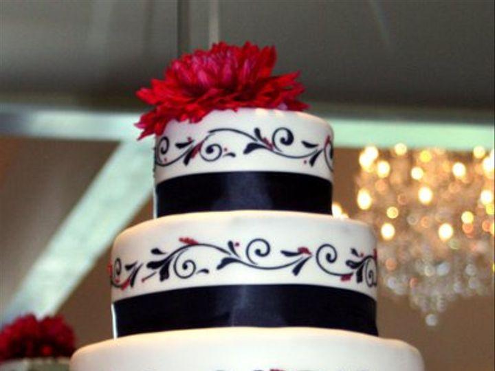 Tmx 1315685004126 WestlakeVillageInnroses Moorpark wedding cake
