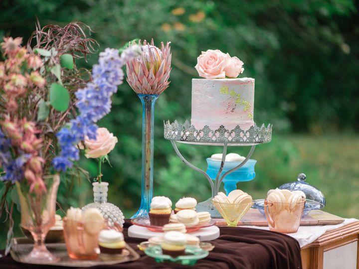 Tmx 1534012212 A25348b5c3d93b8d 1534012210 05ea2fa62592289a 1534012207426 32 Ivory Door Studio Bozeman wedding cake