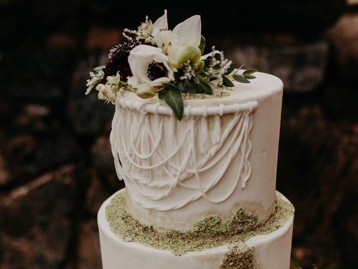 Tmx Garnetdahlia Winterboho 8272 51 1562875 1568573342 Lancaster, PA wedding cake