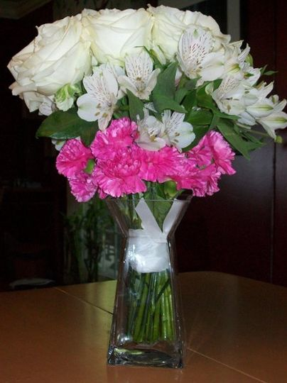 White and pink centerpiece