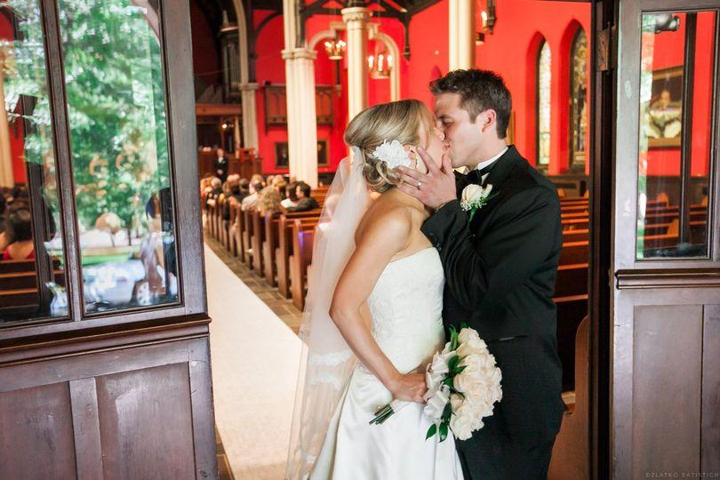 Chapel kiss