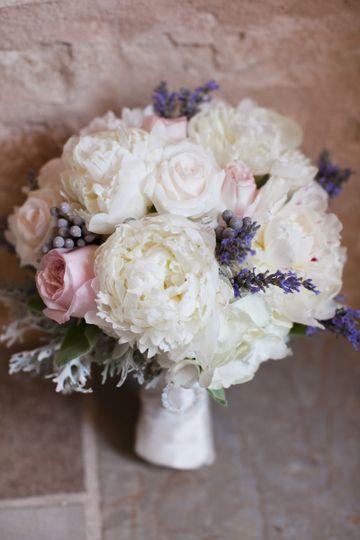 wedding ashley lance floral details 0003