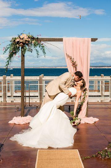 c7d721d65ebd4e42 1527794886 ad608552f2c09237 1527794877282 2 Monterey wedding p