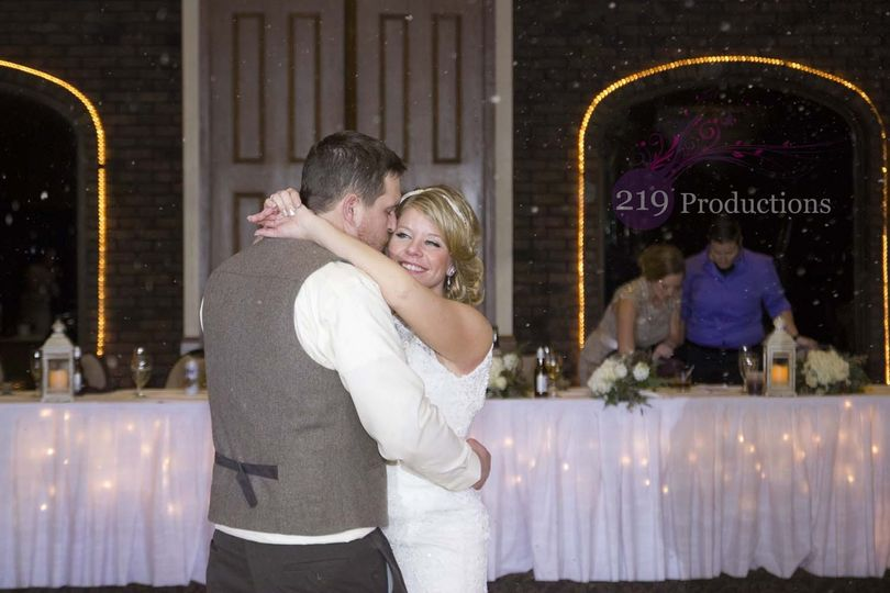 800x800 1480641260282 wicker park wedding snow dj