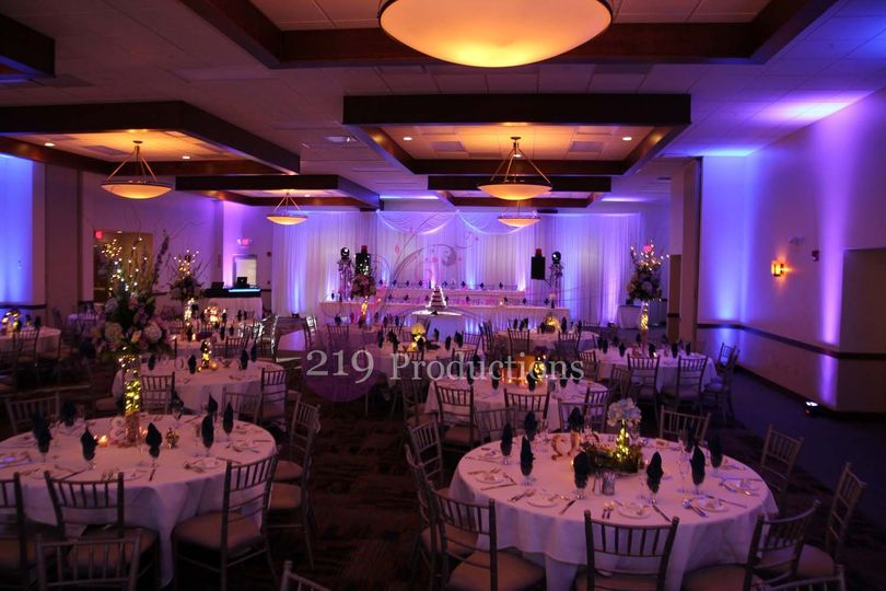 800x800 1480641437702 signature banquets wedding drapery and uplighting