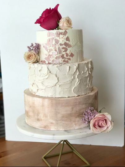 Textured icing and mauve shades