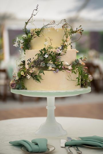 Jasmine vine wrapped cake