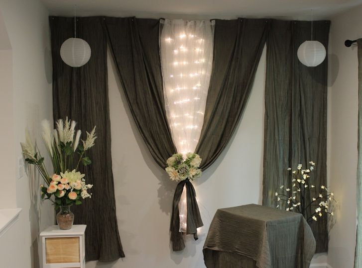 Charming ceremony backdrop