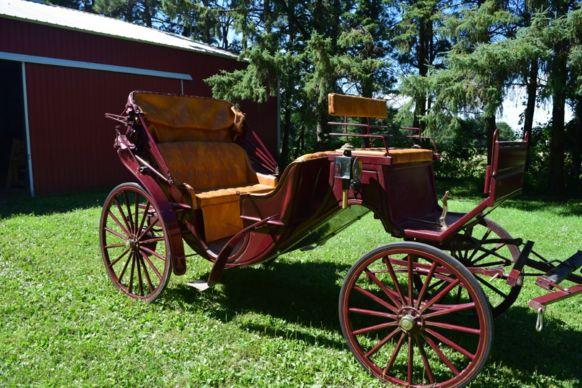 Tmx Burgandy Carriage 51 1060185 157979667490442 Saint Francis, MN wedding transportation