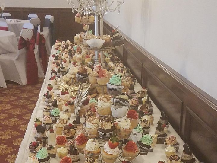 Tmx 6a9118f0 8418 4c99 Af62 10776ed65d3b 51 1372185 157912257273339 Holly wedding cake