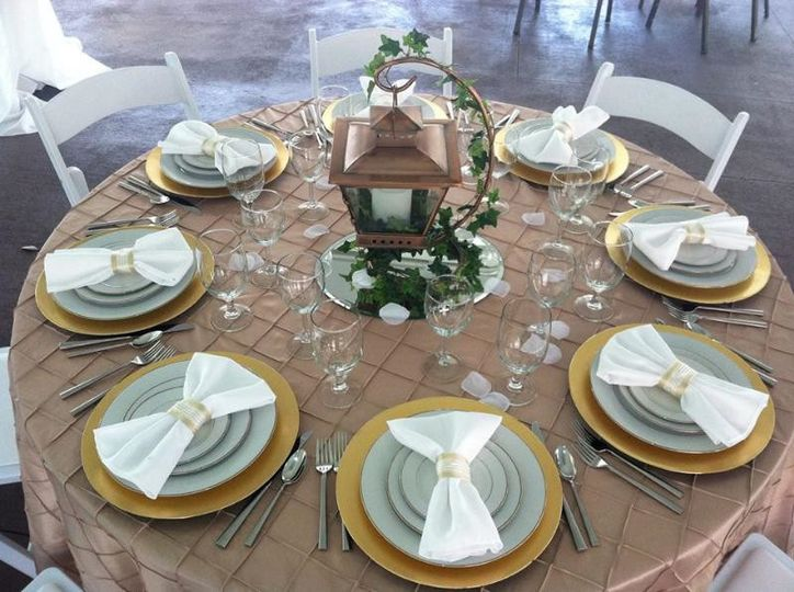 pintuck linen table setting