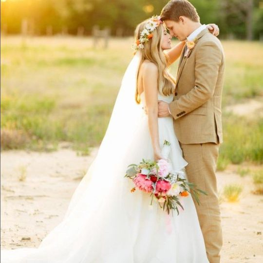 Newlyweds in the outdoors