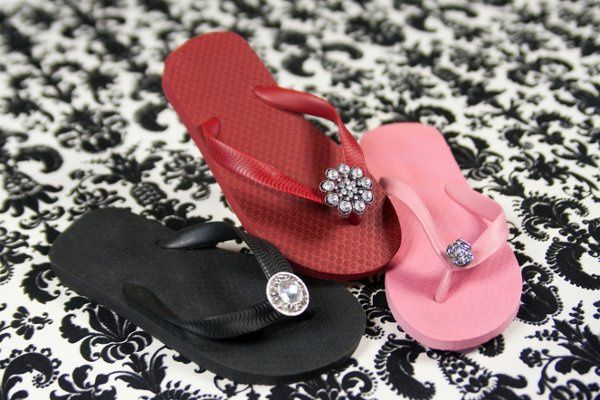 Footsie Charm Flip Flops offers a variety of colors and styles. We offer flats, wedges and kitten...