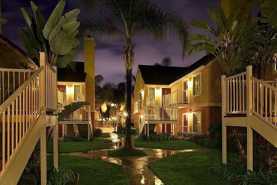 Hotelexteriornightshot013