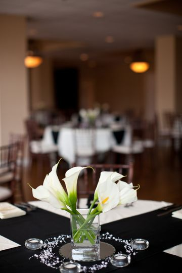 Reception tablescape and centerpieces at Wellington Place in Springfield, MO.