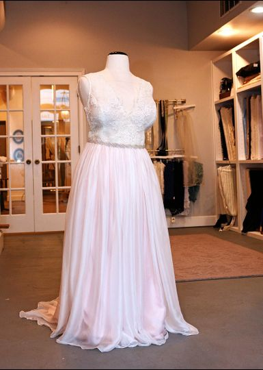 Erin young designs dress attire indianapolis in for Wedding dress alterations indianapolis