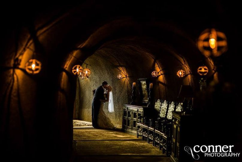Couple kissing - Conner Photography