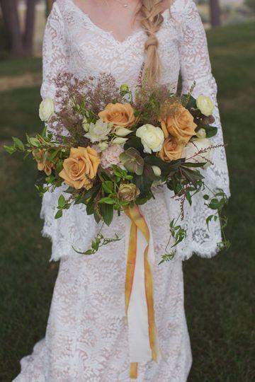 The bride holder her bouquet