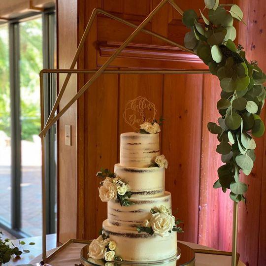 Geo style cake decor