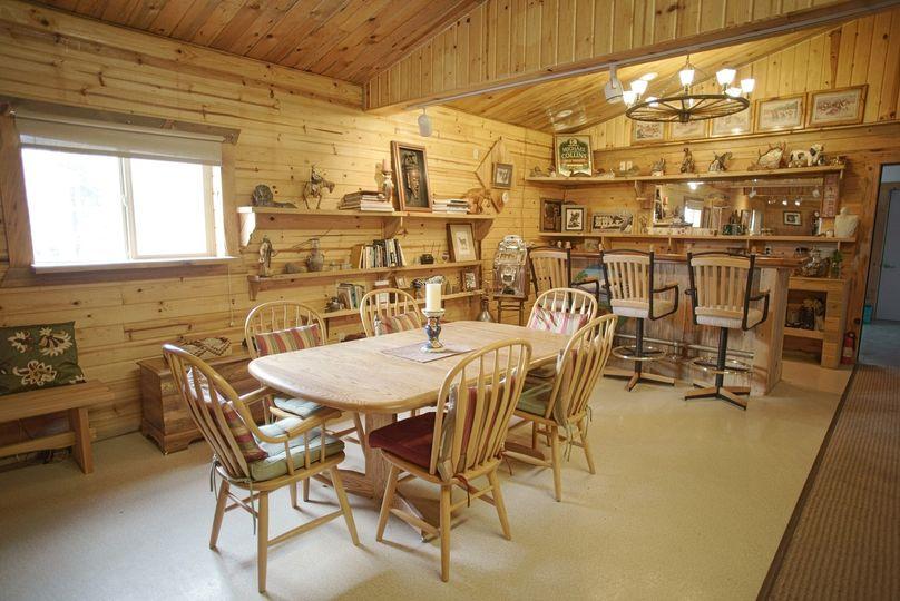 Tygh Ridge Lodge dining area