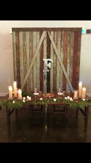 Head table candles in ivory