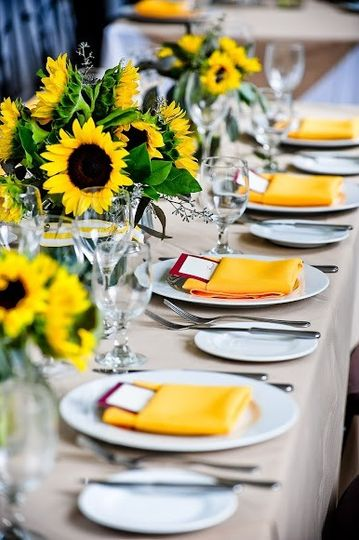 Reception at crane courtyard-table setting