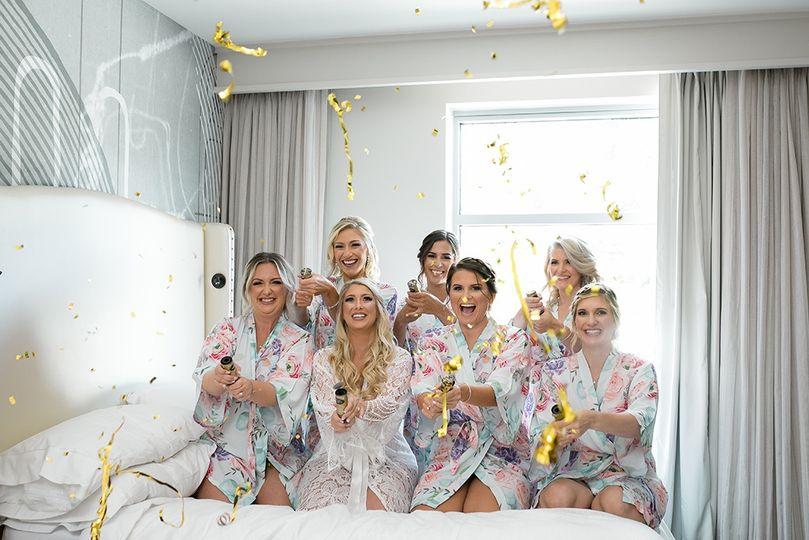 bride getting ready bridesmaids 51 78485 157658619073464