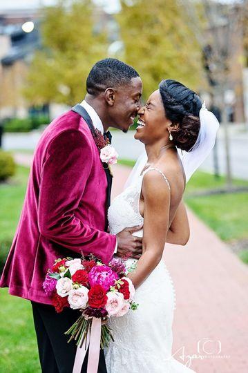 Couple kiss | Photo Credit: Azar Photography