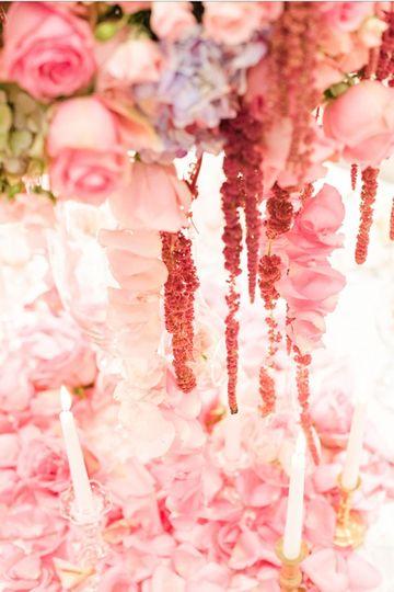Peachy petal decor | Photo Credit: Sweet Williams Photography