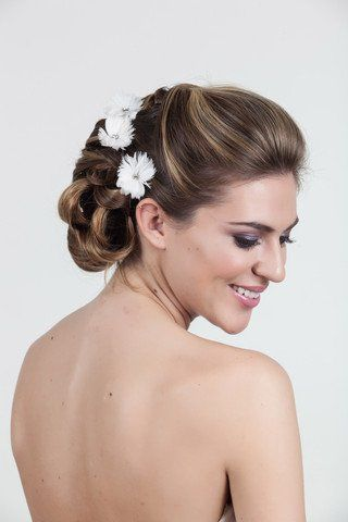 Hair by Lauren DeCosimo Headpiece from Happily Ever Borrowed Photography by Casey Fachett...