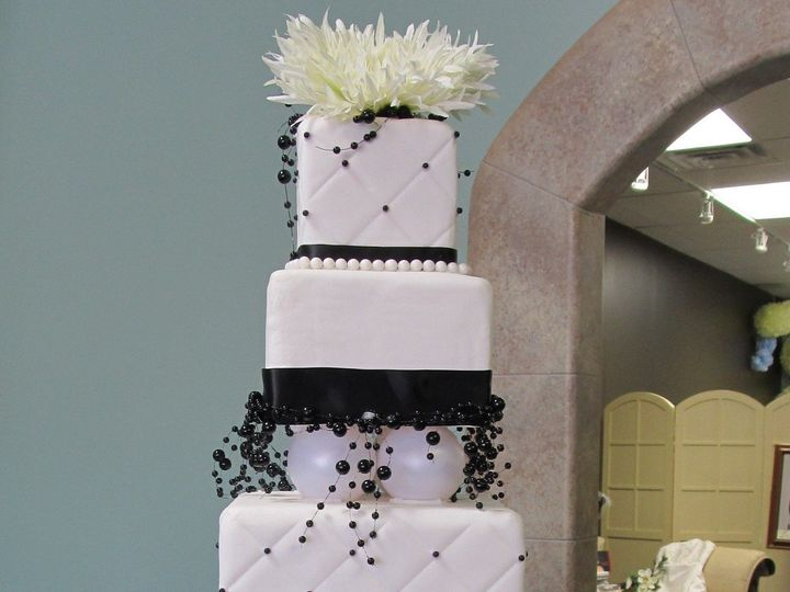 Tmx 1403786494513 Bw Greensboro wedding cake