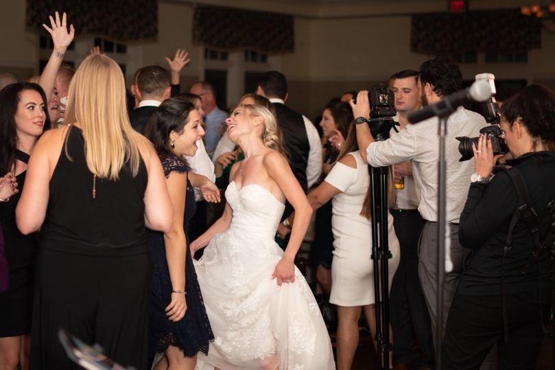 Love seeing brides dance!
