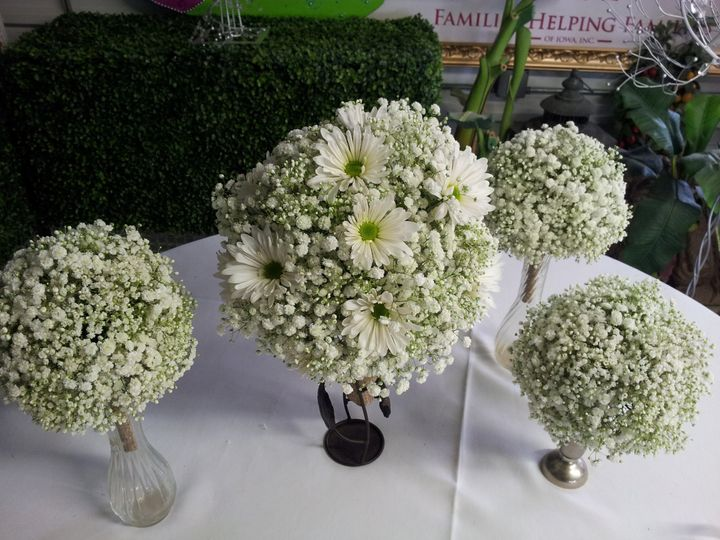 Tmx 1485741702889 2014 05 30 11.37.20 Cedar Rapids wedding florist