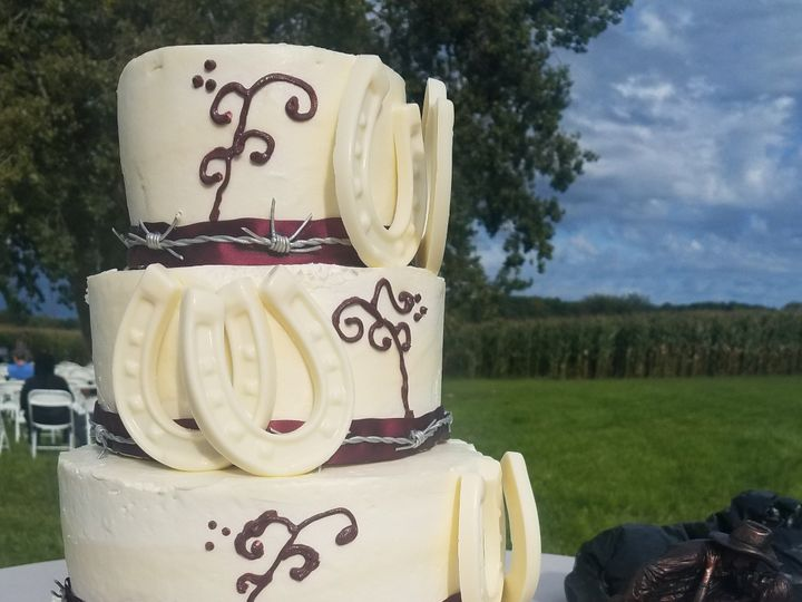 Tmx 4 Tier Horseshoe 51 745585 157936613857362 River Falls, WI wedding cake