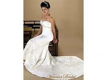 Sheath gown with sweetheart top