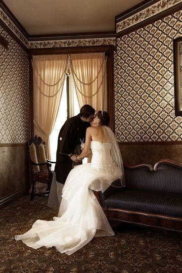 Romantic kiss at Glen Eyrie Castle