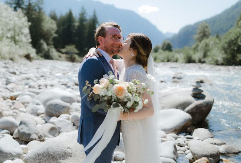 top adventure seattle wedding photographer kerouac malorie 8604 1306x888 acf cropped 51 1028585 1567010185