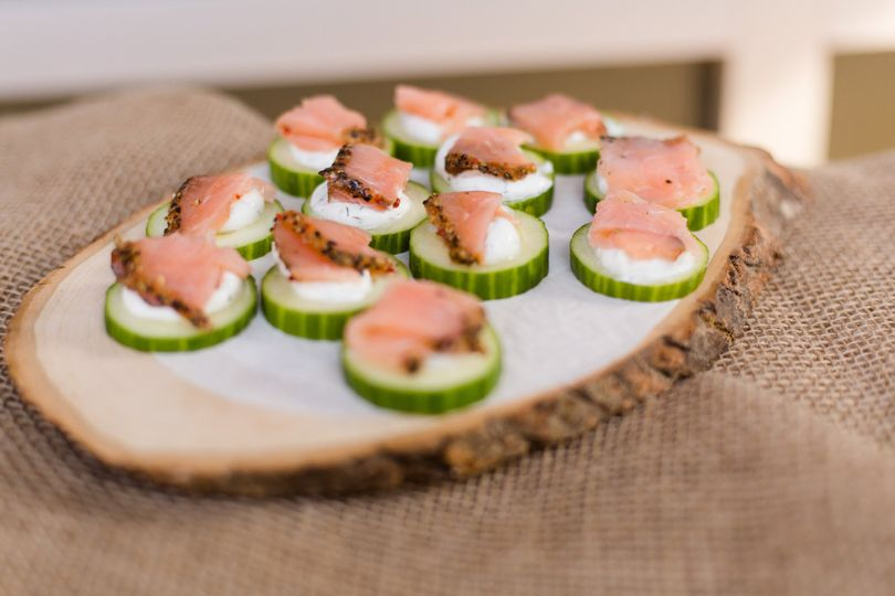 Cucumber wedges with smoked salmon