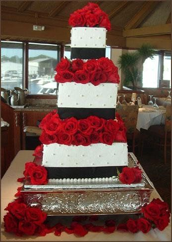 Cake with roses and black detailing
