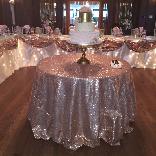 Pink sparkly table linen