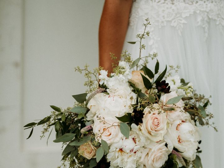 Tmx Narrowleaf Love And Adventure Photography 8658 51 1879685 158619682879480 New Richmond, WI wedding florist