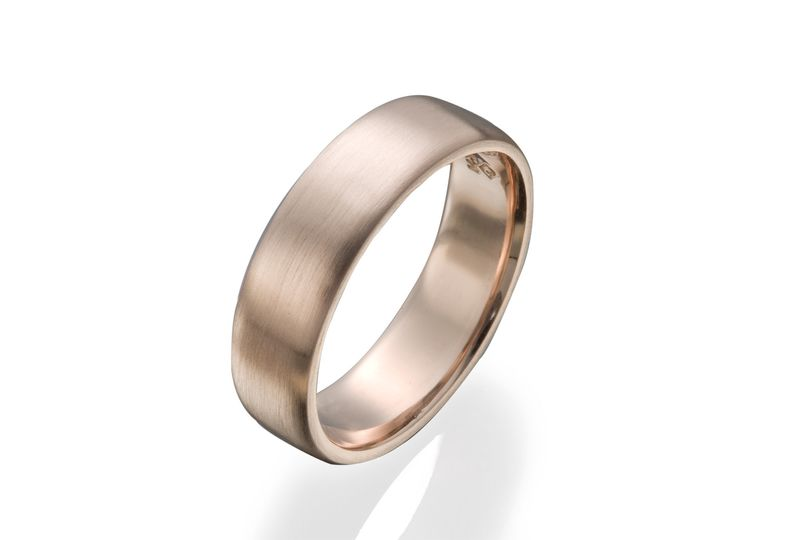 Rose gold brings a new twist to this ultra classic gent's wedding band.