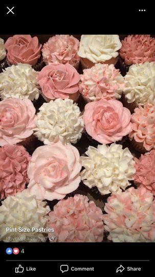 Various flower cupcakes