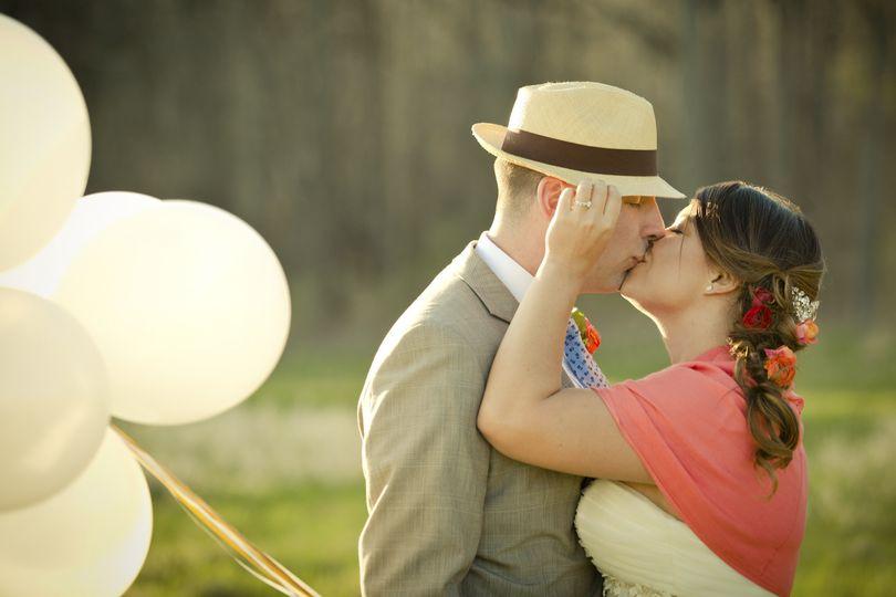 balloons fedora flowersinhair kiss