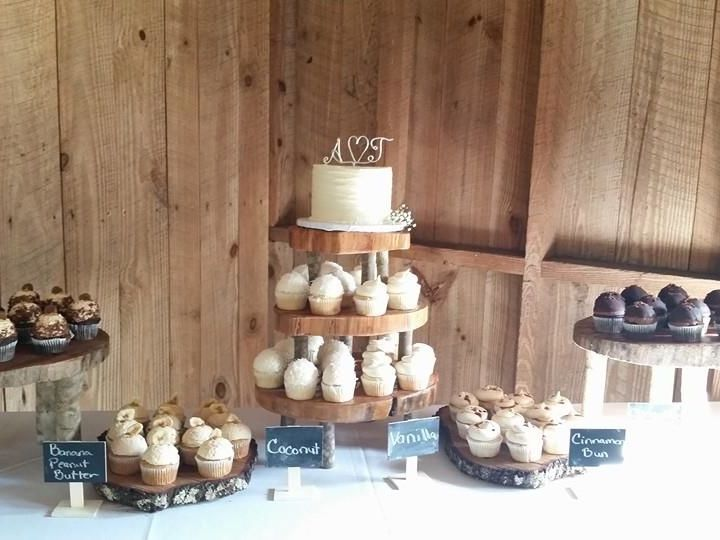Tmx 1526668628 749337a36f6a0811 1526668627 7c645754735467cd 1526668622954 8 Rustic Wedding Tab Ormond Beach wedding cake